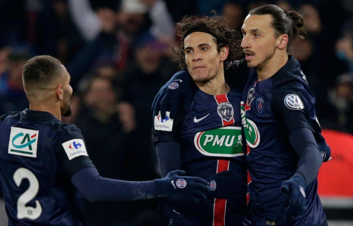 Zlatan Ibrahimovic et Edinson Cavani fêtent un but contre Toulouse le 19 janvier 2016. – KENZO TRIBOUILLARD / AFP