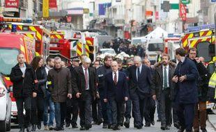 Le ministre de l'Intérieur Bernard Cazeneuve arrive à Saint-Denis à l'issue d'une opération antiterroriste en lien avec les attentats de Paris, le 18 novembre 2015