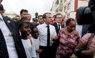 Emmanuel Macron a poursuivi son déplacement dans les Antilles à Saint-Martin, qui a été frappé par l'ouragan Irma en 2017