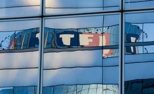 Boulogne billancourt  le 07 octobre 2013. Illustration Tour de la chaine de television TF1. Logo.