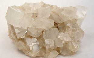 La magnésite est une espèce minérale composée de carbonate de magnésium.