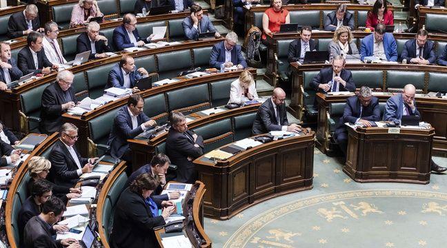 Belgique: Une IA repère les députés scotchés à leur smartphone au Parlement et les recadre
