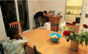 La situation des familles hébergées est réexaminée tous les sept jours. En pratique, les places deviennent souvent permanentes.