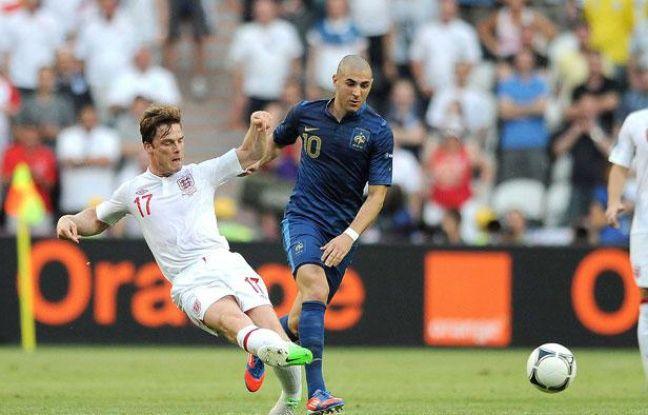 Karim Benzemaau duelavec l'Anglais Scott Parker, à l'Euro, à Donetsk, le 11 juin 2012.