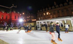 La patinoire installée pour Noël sur la place du Parlement, à Rennes, ici le 22 décembre 2017.