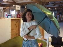 Claudia Calcina a fondé Klaoos qui propose parasols, ombrelles de poussettes et bientôt parapluies robustes et fabriqués en Europe.