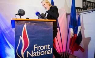 La députée FN, Marion Maréchal-Le Pen, sur le point de s'exprimer après les résultats du 1er tour des départementales, le 22 mars 2015 à Carpentras, dans le département du Vaucluse que le parti d'extrême-droite espère emporter au 2e tour