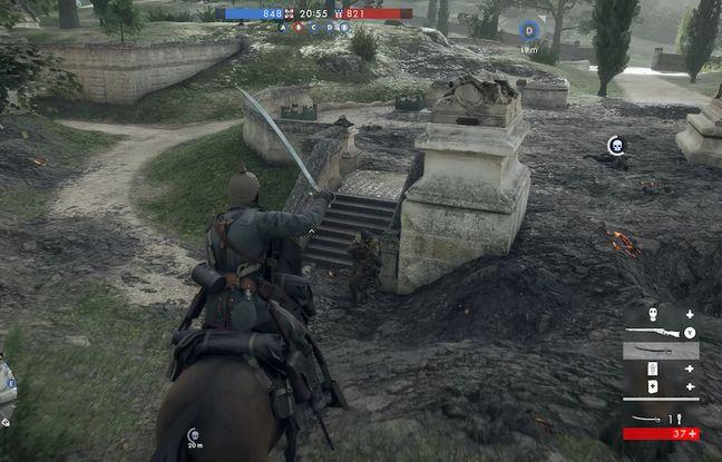 La Première Guerre mondiale, une période historique où coexistent chevaux et tanks sur un même champ de bataille.