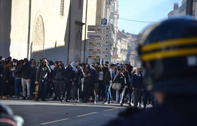 Tensions devant le lycée Clémenceau, à Montpellier.