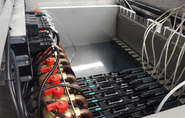 Paris, le 15 mai 2017. Des serveur informatiques installés au sous-sol de la piscine de la Butte aux Cailles.