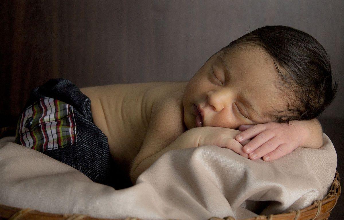 Illustration d'un bébé qui dort.  – Pixabay