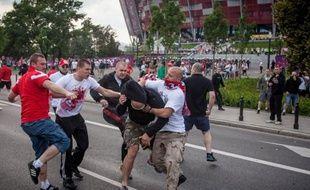 La phase de groupes achevée mardi permet de dresser un premier bilan de l'Euro-2012 où, contrairement à l'idée reçue d'avant tournoi, les choses se sont bien passées en Ukraine, tandis que la fête a été un peu ternie en Pologne entre faits d'hooliganisme et racisme.