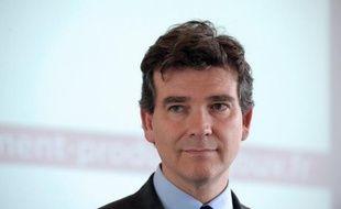 """Le ministre du Redressement productif, Arnaud Montebourg, a appelé jeudi au """"patriotisme économique"""", en particulier par la solidarité entre grands groupes et PME, pour reconstituer l'industrie française et s'attaquer au déficit commercial."""