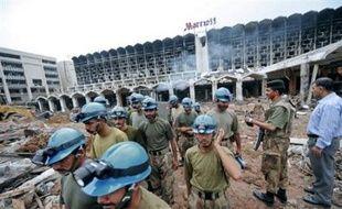 Les secouristes cherchaient dimanche d'autres corps au lendemain de l'attentat suicide au camion piégé qui a déjà tué 60 personnes dans l'hôtel de luxe Marriott d'Islamabad, capitale d'un Pakistan en proie à une vague d'attentats commis par des islamistes proches d'Al-Qaïda.