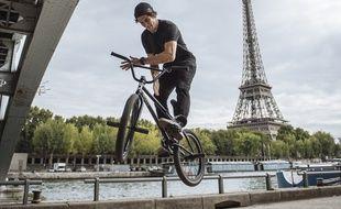 Matthias Dandois, quadruple champion du monde de flat en BMX, à Paris le 5 septembre 2015.