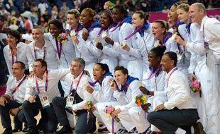 Les joueuses de l'équipe de France de basket, médaillées d'argent aux Jeux olympiques de Londres, le 11 août 2012.