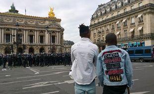 Les « combattants » ont manifesté à Paris le jour du concert de l'artiste congolais Héritier Watanabe, le 15 juillet 2017.