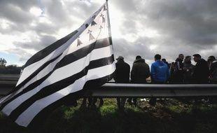 Le Premier ministre Jean-Marc Ayrault a signé vendredi à Rennes le Pacte d'avenir pour la Bretagne, qui rassemble près de 2 milliards d'euros d'aides à cette région enproie à des restructurations, particulièrement dans l'agroalimentaire, a constaté un journaliste de l'AFP.