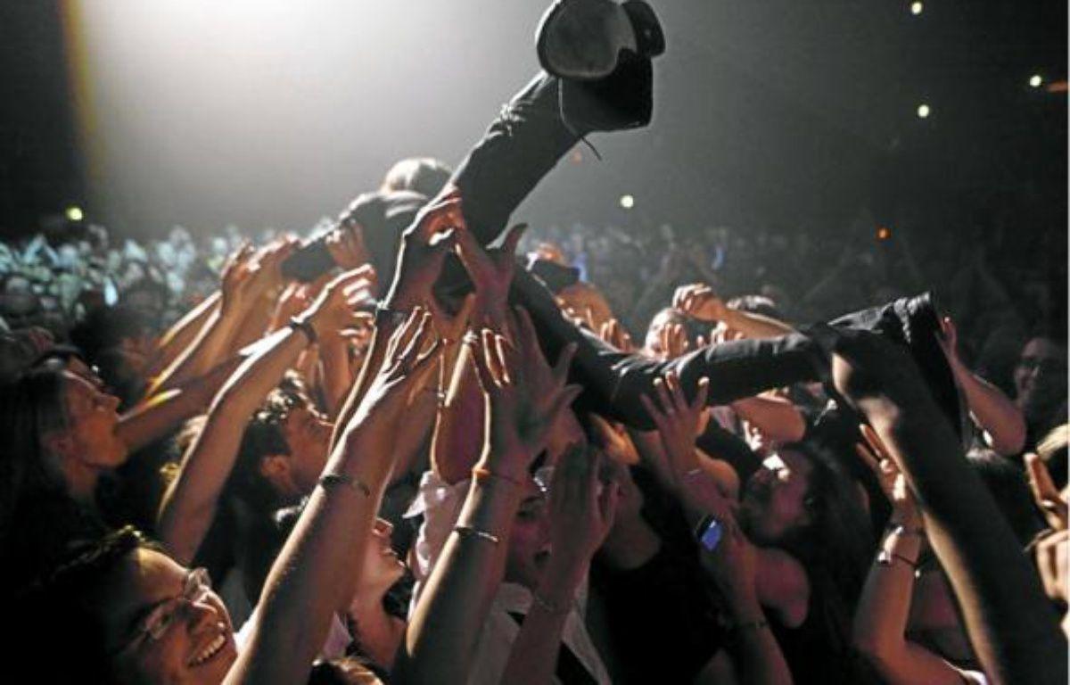 Qu'est-ce qu'un bon public? Un public qui sait arrêter d'applaudir quand la nécessité s'en fait sentir. –  P. LEROUX / SIPA