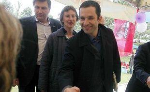Benoît Hamon, en campagne pour les européennes à Hauteville-sur-mer, le 16 mai 2009.