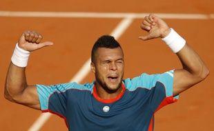 Le tennisman français Jo-Wilfried Tsonga, lors de sa victoire au premier tour de Roland-Garros contre Andrey Kuznetsov, le 27 mai 2012.