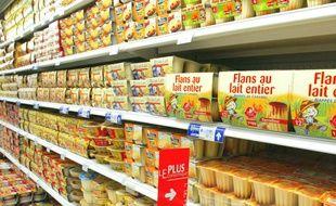 Illustration d'un rayon de yaourts dans un supermarché.