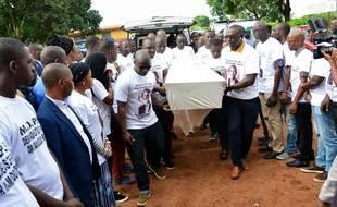 Mamoudou Barry, l'enseignant-chercheur guinéen tué dans la banlieue de Rouen, a été inhumé en Guinée.