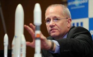 Arianespace s'est targuée mardi de continuer à dominer le marché du lancement de satellites en 2013, égratignant au passage ses concurrents et raillant les promesses du challenger américain SpaceX.