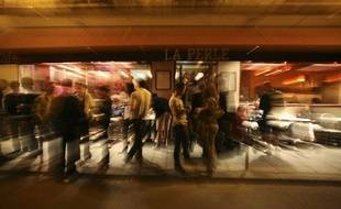 Le bar La Perle dans le Marais. Paris en 2008
