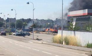 Un incendie s'est déclaré ce lundi après-midi dans une station-service à Theix dans le Morbihan.