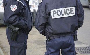 L'uniforme d'un fonctionnaire de Police.