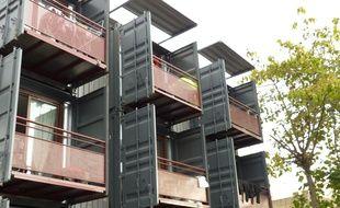 Lyon, le 16/09/2015. Habitat et Humanisme a fait construire à Lyon le premier résidence en containers maritimes recyclés réservée au logement social. Elle accueille neuf appartements occupés par de jeunes actifs ou mères seules censées au bout de 18 mois intégrer le marché locatif ordinaire.