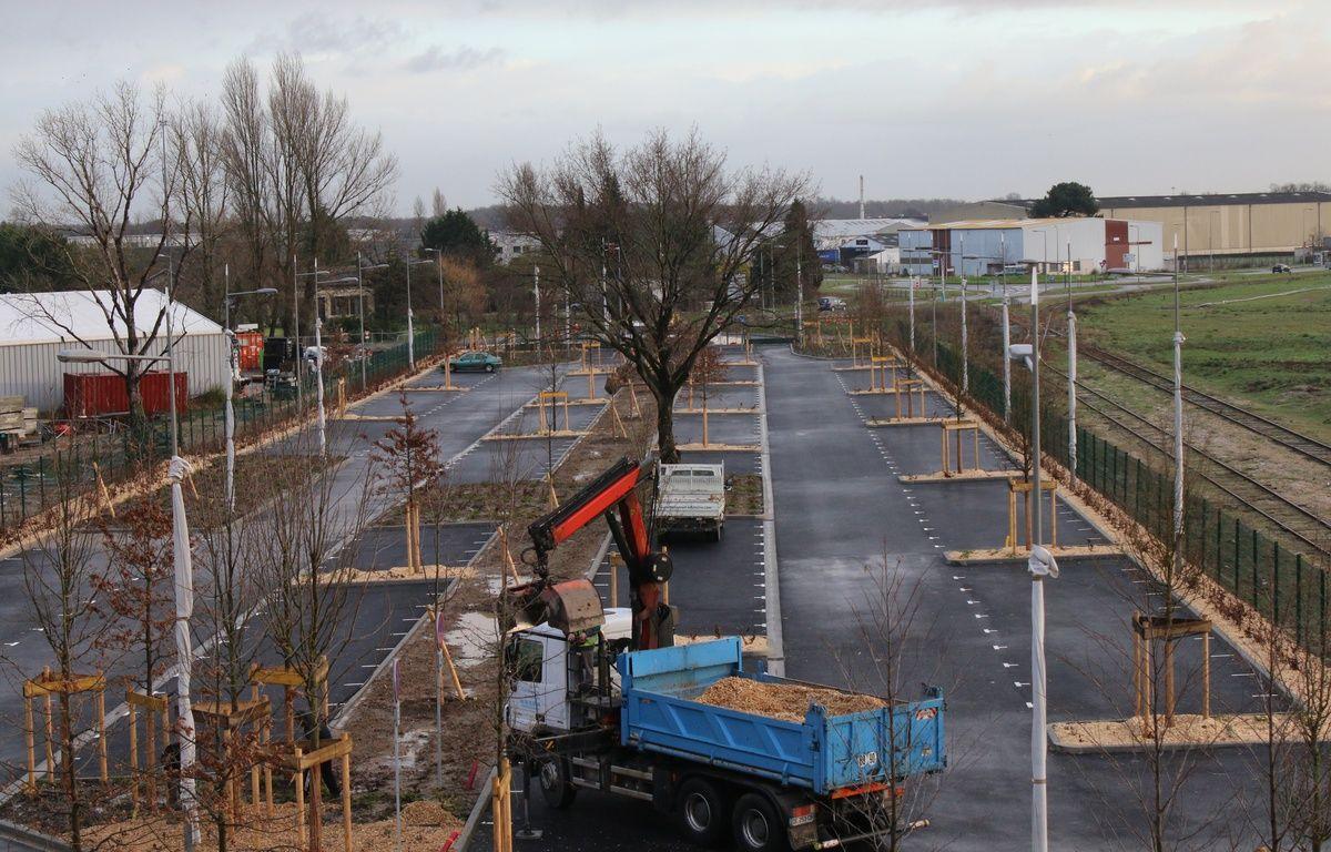 Le 10 février 2016, construction d'un parking relais à la gare de Blanquefort en vue de l'arrivée de la nouvelle branche de la ligne C du tramway –