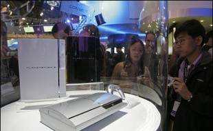 Le géant japonais de l'électronique Sony a annoncé mercredi le report à novembre, pour des raisons techniques, du lancement de sa nouvelle console de jeux vidéo Playstation 3, dont la commercialisation était en principe prévue ce printemps.