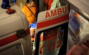 """""""L'opération est terminée, le patient a été chanceux, il n'a subi aucune lésion mettant sa vie en danger"""", a déclaré l'un des chirurgiens, Ioan Lascar."""