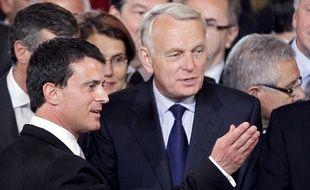 Jean-Marc Ayrault, à côté de ManuelValls, lors de l'investiture de François Hollande à l'Elysée le 15 mai 2012.