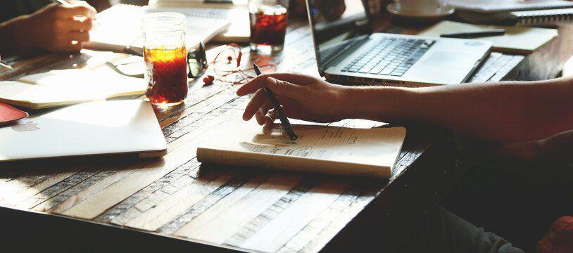 En Flex office, les travailleurs n'ont pas de poste attribué et peuvent en changer en fonction des besoins