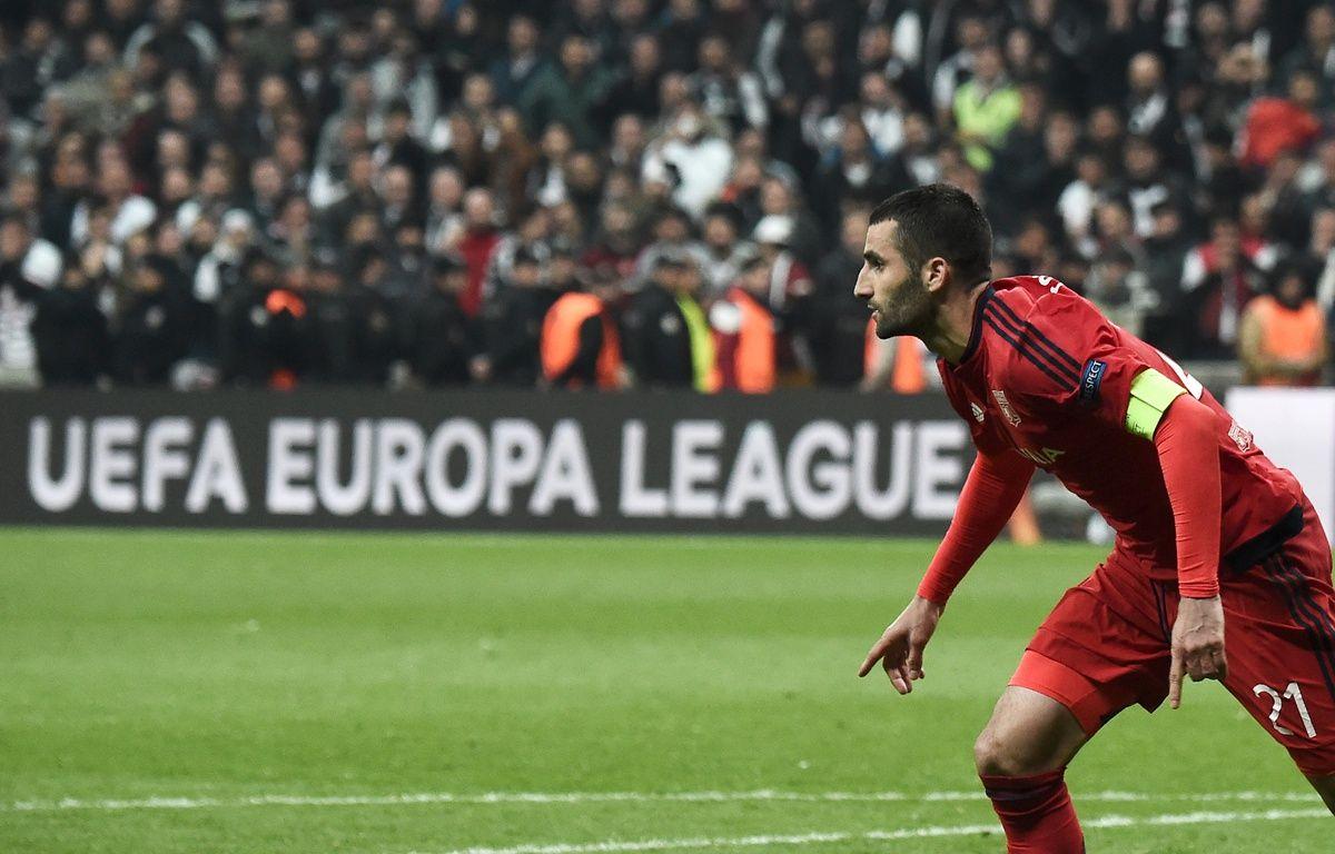 Maxime Gonalons a inscrit le septième penalty des tirs au but pour envoyer Lyon en demi-finale de Ligue Europa. – Ozan Kose / AFP.