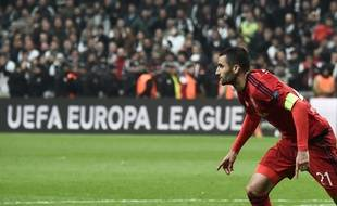 Maxime Gonalons a inscrit le septième penalty des tirs au but pour envoyer Lyon en demi-finale de Ligue Europa.