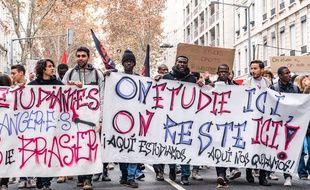 Des étudiants manifestent contre la hausse des frais de scolarité à Cluj