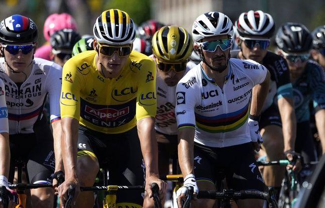 Mathieu Van Der Poel et Julian Alaphilippe, ici avant le départ de la 7e étape vendredi, auraient pu être les principaux animateurs des deux dernières semaines de Tour. Mais le Néerlandais a préféré abandonner ce dimanche matin.