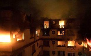 Après l'incendie meurtrier à Paris qui a coûté la vie à 10 personnes, des questions se posent sur le suivi psychiatrique de la principale suspecte.