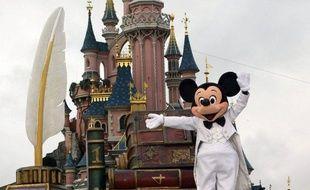 """L'exploitant de parcs de loisirs Euro Disney a creusé sa perte nette de 22% au premier semestre 2011/2012, et averti lundi qu'il envisageait des mesures d'économies au cas où il ne pourrait tenir ses """"engagements financiers"""" sur l'ensemble de l'exercice."""