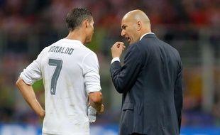 Cristiano Ronaldo et Zinedine Zidane lors de Real Madrid-Atlético Madrid, le 28 mai 2016.