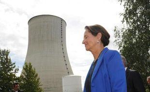 La ministre de l'Écologie, Ségolène Royal, devant la centrale nucléaire de Civaux, dans l'ouest de la France, le 25 août 2014