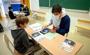 Lancement des tests salivaires à l'école, le 11 février 2021 à Paris.