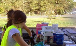 Circouleur récupère les fonds de peinture dans les pots usagés, pour créer de nouveaux pots prêts à l'emploi