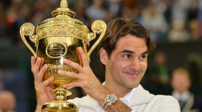 Roger Federer est redevenu le maître du tennis mondial, dimanche dans son jardin de Wimbledon, en y remportant un septième titre aux dépens du Britannique Andy Murray dans une finale accrochée où il a dû hisser son jeu à un niveau exceptionnel pour s'imposer 4-6, 7-5, 6-3, 6-4. – Leon Neal afp.com