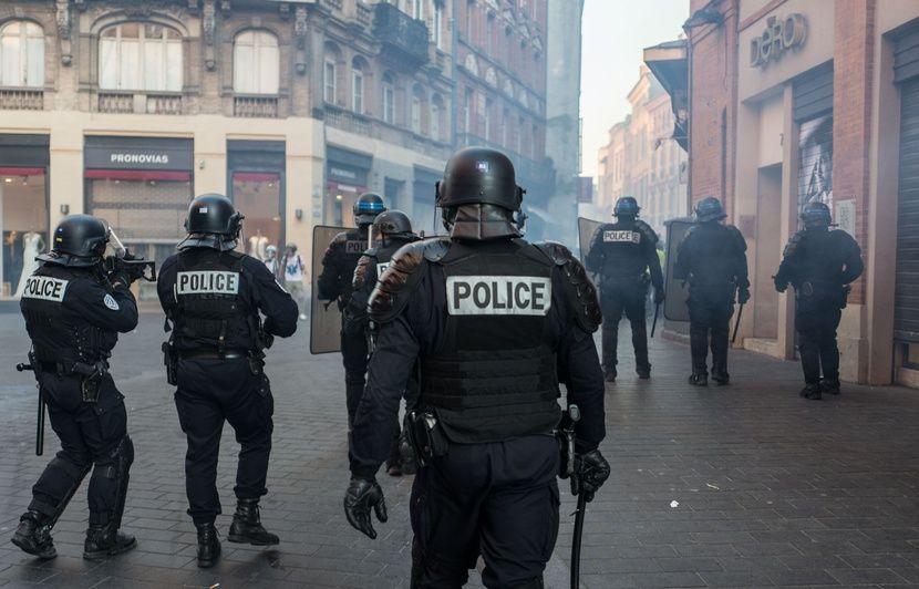 «Gilets jaunes» à Toulouse: Elle postait le visage des policiers sur Facebook, une étudiante en médecine condamnée