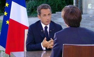 Nicolas Sarkozy va présenter mardi soir à la télévision la feuille de route du nouveau gouvernement remanié de François Fillon, dont le resserrement autour du noyau dur de l'UMP suscite des critiques chez les centristes comme dans l'opposition de gauche